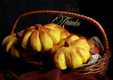 Pumpkin rolls 040